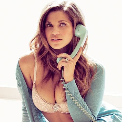 cybertronax:  Topanga all grown up.
