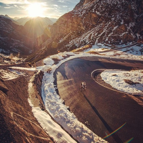bikebicivelo:   Tornante! jeredgruber, instagram.com  I want that ride…