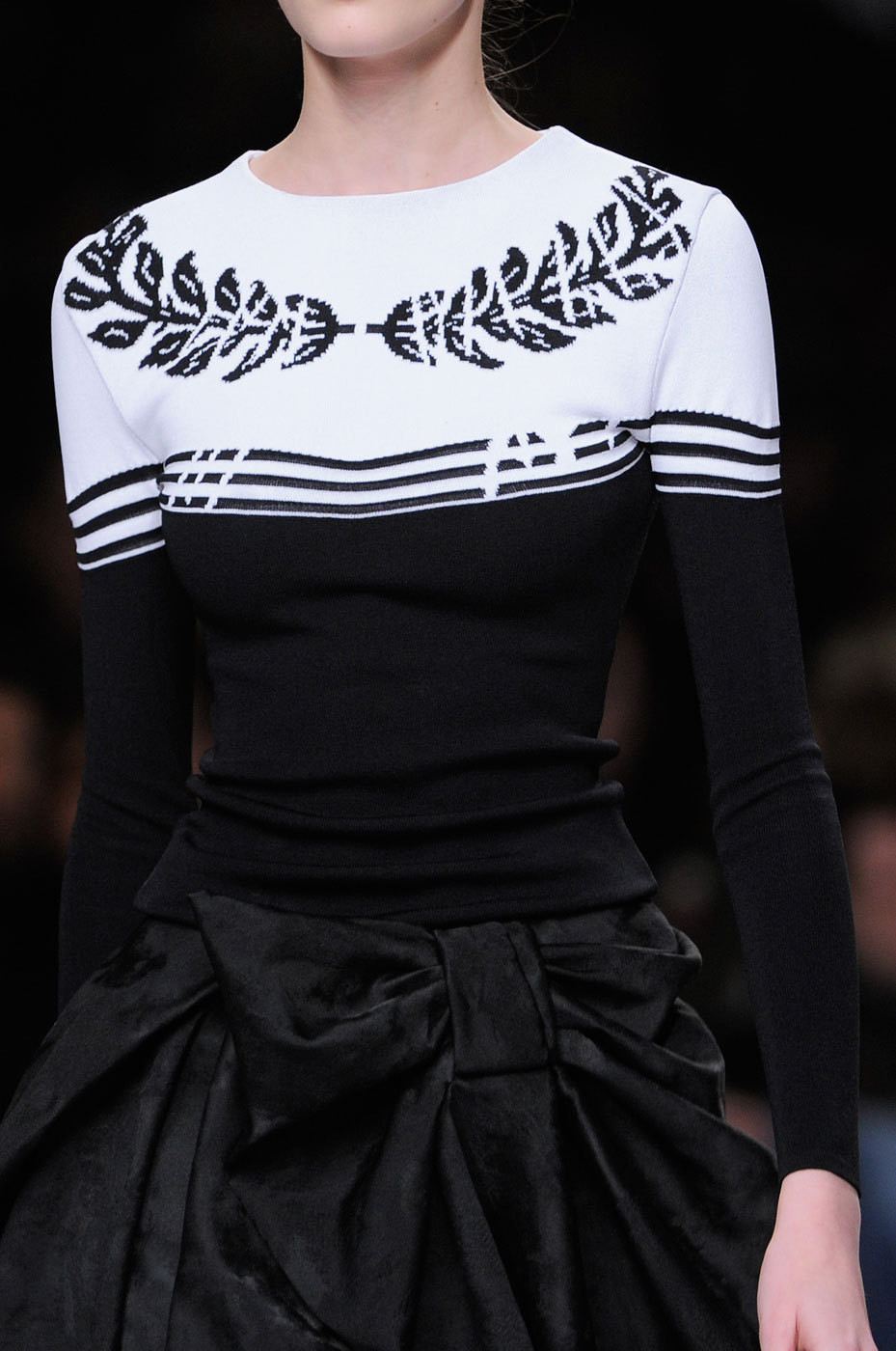 girlannachronism:   Viktor & Rolf fall 2013 rtw details   that body doesn't exist actually