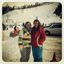 Great day on the mountain :) @emilyrae47  #snowboarding #bogus #mountain #sisters  (at Bogus Basin Ski Resort)