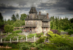 Phantom Manor, Disneyland Paris by WJMcIntosh on Flickr.