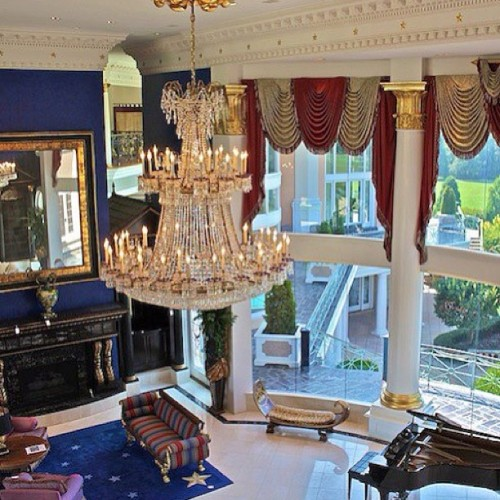 Breathtaking. #design #mansion #architecture #luxury #chandelier #money #rich #class #classy #lavish #livingroom #salon