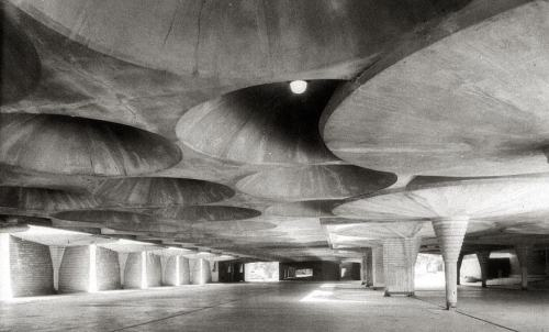 pahr:   Johnson Wax building, Racine - Frank Lloyd Wright (1936-39)