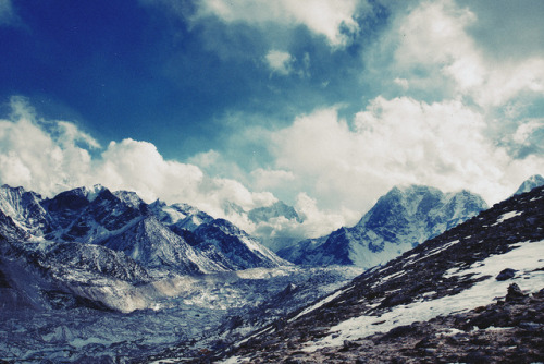 greekg0ds:  Himalaya - On the Way to Kala Patthar by lukas kozmus ▲