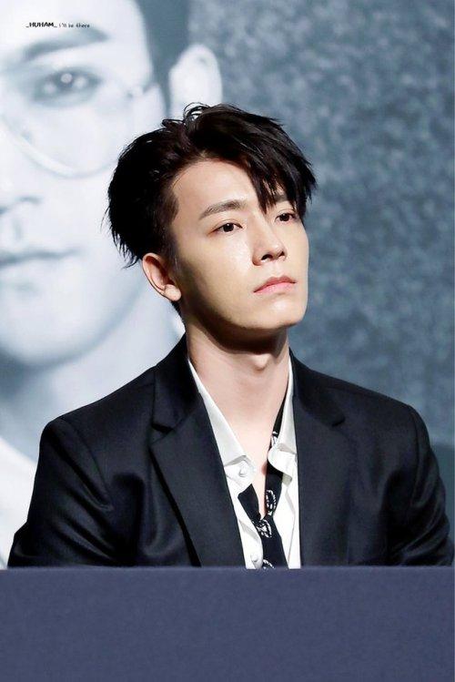 super junior donghae 8jib play black suit suit p o r n sexy hae manly hae favs 2017 daddy hae hae& 039;s adams apple