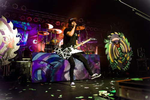 ineedtofindmywaybacktothestart:  Pierce The Veil. by sadiefederspiel on Flickr.