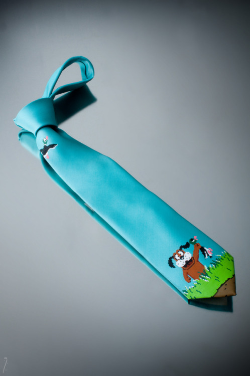 copiouslygeeky:  Duck Hunt Tie This awesome tie was hand painted, talk about tallent! Created by Maya Pixelskaya