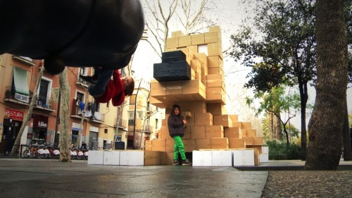 700 cardboard boxes = Goofy the dog, made in front of Boteros cat in Barcelona.  Made by the Box-ing collective…