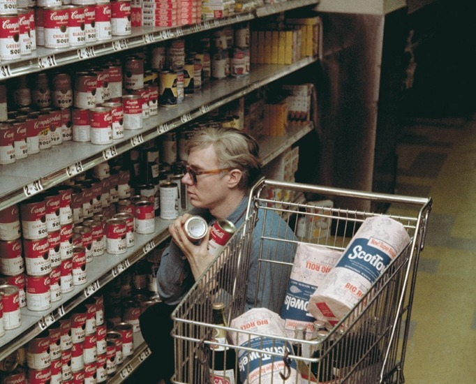 efedra:  Andy Warhol at Gristede's supermarket, New York (1962)