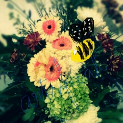 Bee! :D #flowers #instagram #instagroup #instafamily #instaphoto #instaphoto #instamood #instalight #instadrawing #love #lovelycity #lovelythingies #raincity #buitenzorg #project #paint #homesweethome #miawlovearts #artsfreak #thingies