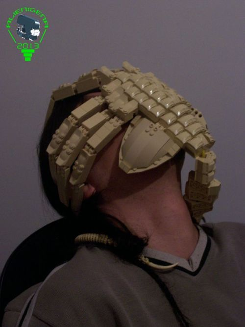 legozz:  LEGO Alien Facehugger (by ALIEN 8)