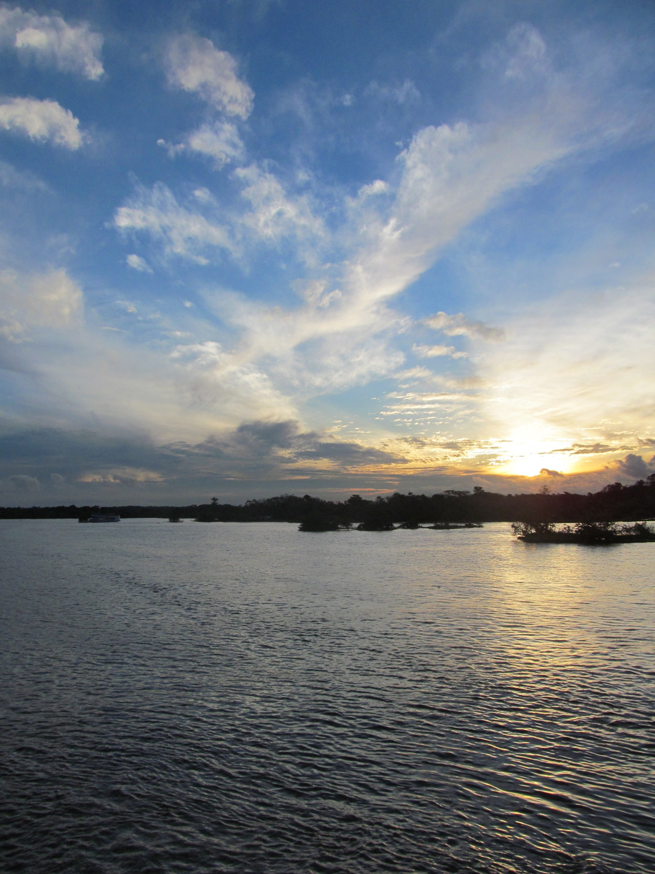 katherineinbrazil:  Sunsets on the Amazon