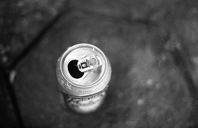 Cerveza. on Flickr.Via Flickr: Almenara/MG, janeiro de 2013. Câmera: Pentax MX. Filme: Fuji Neopan 400.