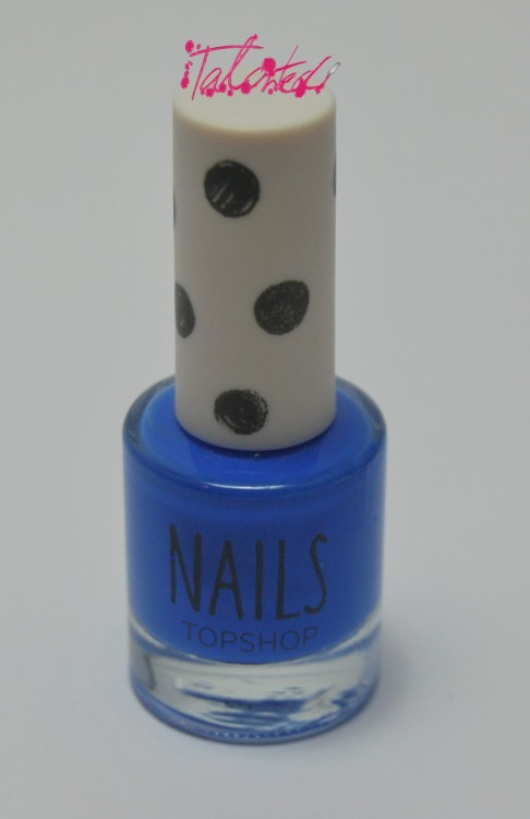 SWATCH: Topshop 'AWOL' I have never been a fan of blue nail varnishes (as long term readers of my blog may know) but I might have to make an exception for this polish. It's a bright, pure blue creme polish. I'd never tried Topshop nail varnishes before but I was pleasantly surprised. 2 coat coverage, topped with Seche Vite. Lex :)