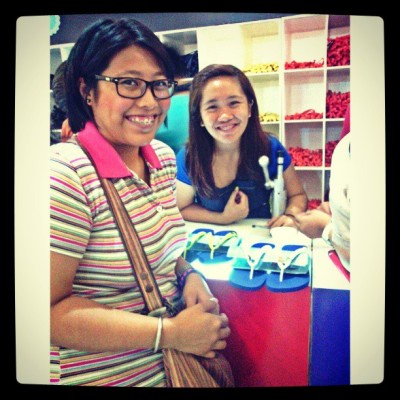 thank you girl!:) hahahaha! #mikanikongtsenelasko! #myoh2013  (at 'Make your Own Havaianas' event - Rockwell Tent)