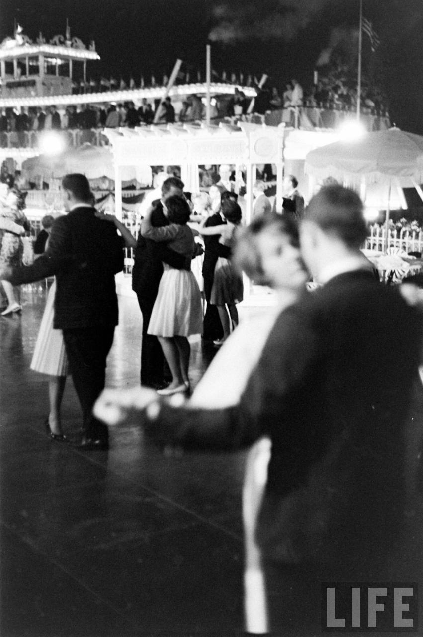 voyager-le-monde:  All-Night Prom at Disneyland, 1961. How I would've loved to be there.