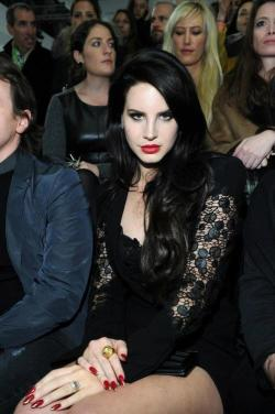 fuckyeahlanadelrey:  horrorandglamour:  I'm living for this vamp look on Lana.  Dalai Lana