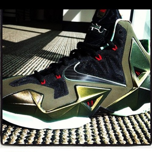 First look at the Lebron XI. Woooooooo! #lebron #11 #XI #nike #firstlook #heatforthefeet