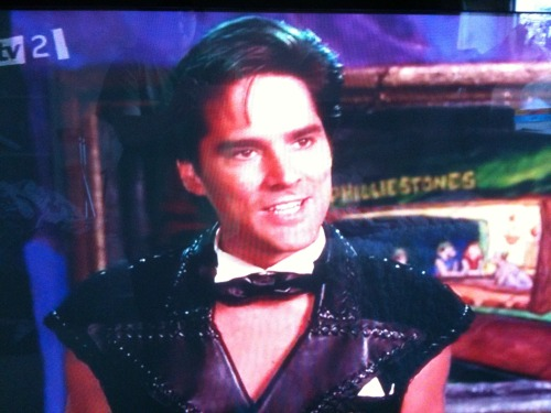 I saw this when watching the Flintstones movie….I burst into hysterics! :')
