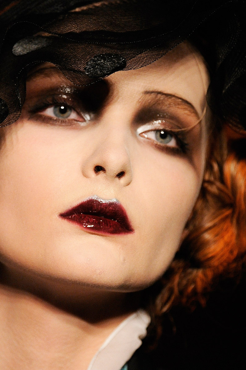 commedesrei:  Snejana Onopka at John Galliano