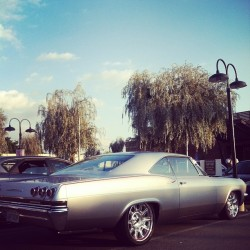 We had a special customers come by in the 67 #impala straight #westcoastin in #pasadena at #3hunna #villany #chipfoose #oneofone first time in the streets!!!