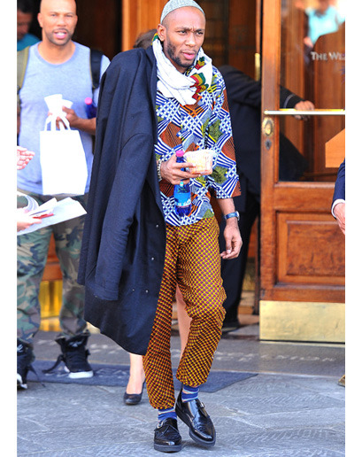 """ethiopienne:  the-goddamazon:  Mos Def really out here looking like somebody African uncle that ends up staying in your house for like three months.  """"i only stay for one week-o"""""""