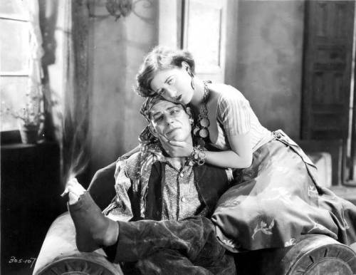 Lon Chaney and Joan Crawford in The Unknown (1927)