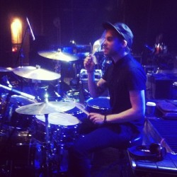 Taylor from Paramore playing ma Qs (x)