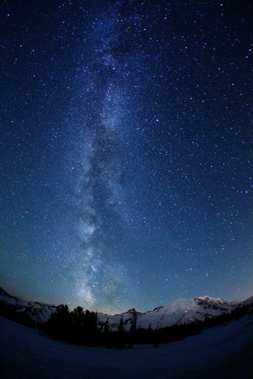 3th0s:  The Milky Way Over Mount Rainier (by jeremyjonkman)