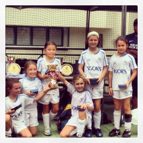 Izzy with her U10 tournament winning team. The last tournament of the season and won the final 6:0. Three tournaments played winners twice, runners up once losing the final on penalties. #DBAngels (at Kowloon Cricket Club 九龍木球會)