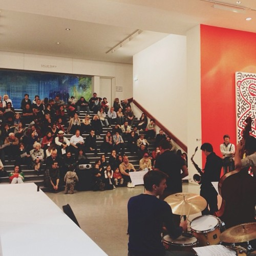 Live jazz show at the Keith Haring exhibition. #paris #fr #france #vsco #vscocam #vscogram #instavsco #instavscocam #vscophile #vsco_lover #igersparis #igersfrance #iphoneonly #iphonegraphy #latergram #instagood #instamood #perspective #picoftheday #photooftheday #live #music #jazz #show #museum #mam #keithharing #exposition #exhibition  (à Musée d'Art Moderne (MAM))