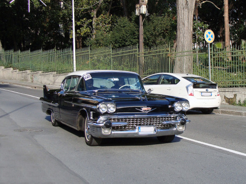Driving a time machine Starring: '58 Cadillac Fleetwood (by Maurizio Boi)