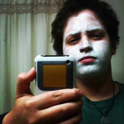 Su buena mascara facial para quitar las imperfecciones #gameboy #me #sweetjesus #follow #blackmetal #eljota