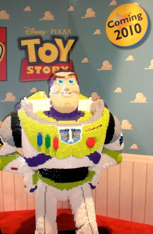 LEGO Buzz Lightyear via lesmy