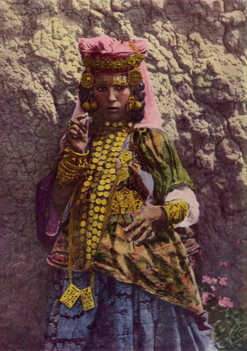 materdolorosa:  an Algerian dancer (from a 1917 issue of National Geographic)