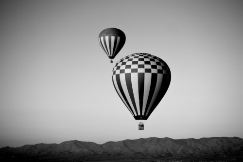 The Two Balloons Taken at Sedona | Arizona. Source : ˆ-ˆ at Flickr.