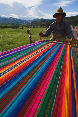 yellowblog: The Weaver, uploaded by connie, category tags: weave, weaver, man