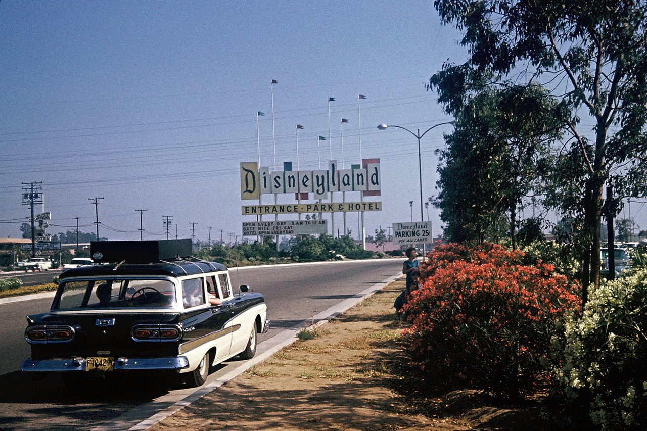 bryanwashere:  retrolife:  Disneyland entrance 1960