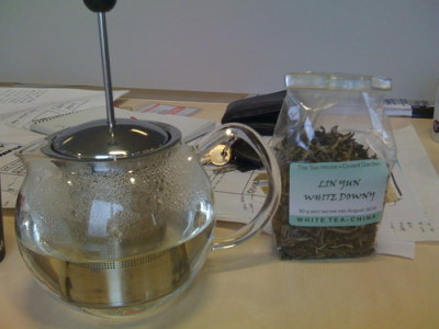 Today's tea of choice was the Lin Yun White Downy. It's (another) white tea from China. It was very refreshing and smelt, in its dry form, like licorice. That in itself was worth a score of 8/10