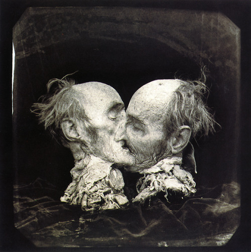Le Baiser (The Kiss), New Mexico / a b&w fotograf by Joel-Peter Witkin, 1982
