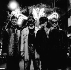 U2, by Anton Corbijn Found my old hard drive with all the pics from my U2 fandom days, thus having a bit of U2/Anton Corbijn picspam run tonight. Sorry to all those who hate them.