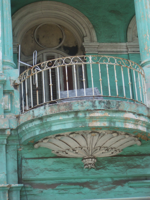grebnekkah:  acrossthelines:  Havana, Cuba Somehow managed to snap this from a bus. The whole aesthetic of Havana is so interesting. You can see its former beauty in the faded colour, in the architecture where it hasn't crumbled, but to see it now is sort of heartbreaking.
