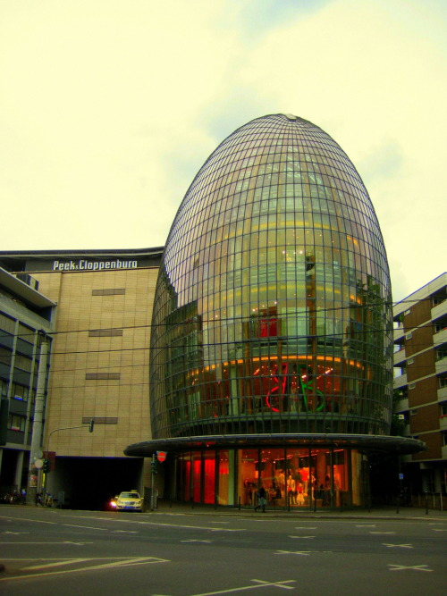Peek and Cloppenburg Department Store - Renzo Piano look!  it's a rocket!