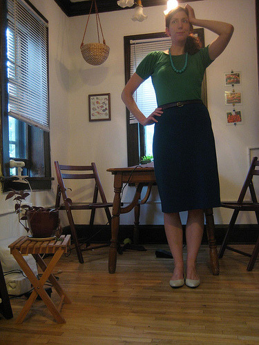 Vintage pencil skirt, acquired from Ragstock (Madison) in '07. Sometimes I just want to look like a secretary.