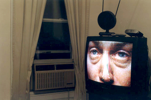 the tv has eyes (via tashalutek)
