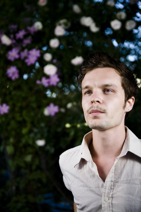 (via veronique) Kristian Matsson of The Tallest Man on Earth.