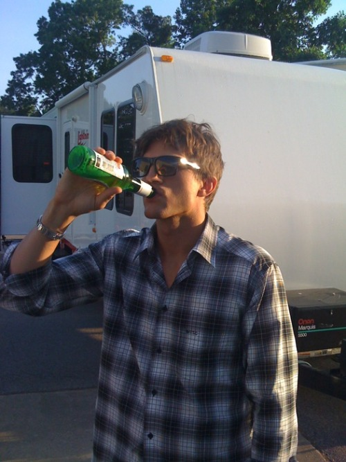 "Ashton Kutcher recently posted a picture of him drinking a beer in the morning lol, here it is. Here's what he writes, ""End of the work day is the end of the work day doesn't matter what time it is. http://twitpic.com/76riy"" - @asplusk http://www.twitter.com/aplusk"