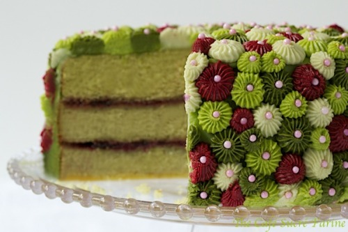 gastrogirl:  avocado cake with raspberry filling and key lime buttercream.