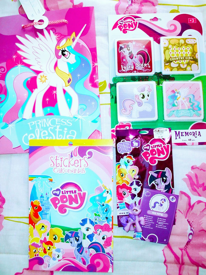 Small collection update! -Celestia gift bag -Card game -Stickers -And finally the blind bags arrived! Thank you to the lovely Yanis for giving me the cards and stickers. It´s so hard to find pony merch where I live. =/ Why there aren´t pony things here in Mexico? ?