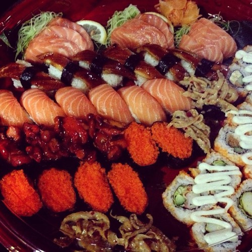 homaigyu:  #sushi and #sashimi feast at home before going back!